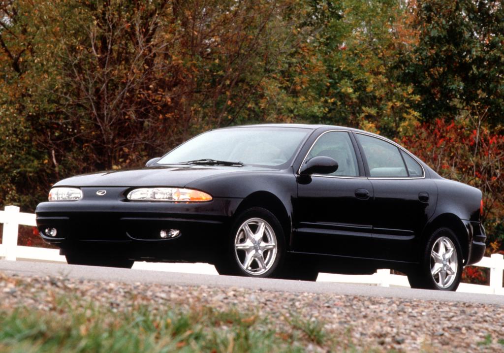 Oldsmobile, 1999–  Alero Sedan, 1999–2004 Oldsmobile Alero Sedan '1998–2004, AutoDir